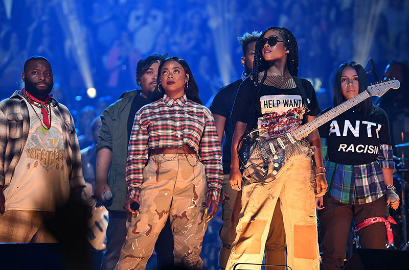 2019 Video Music Awards - H.E.R. Performs 'Anti'